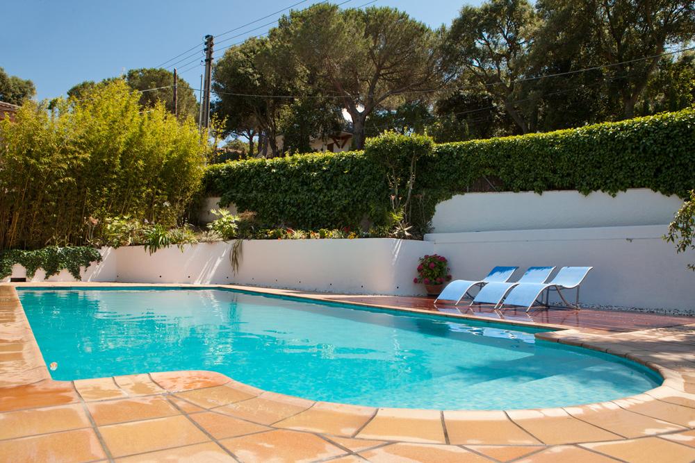 Suelo exterior piscina renovar pavimento madera exterior - Suelo exterior piscina ...