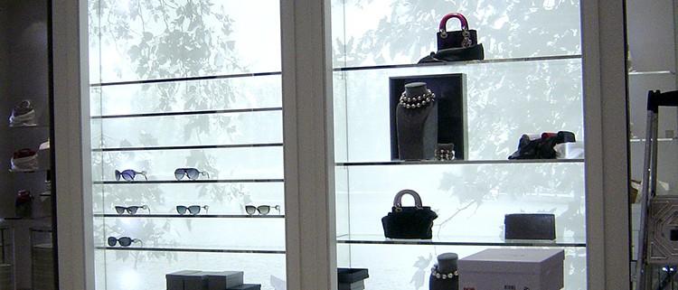 8B-Pintura-i-vinil-prestatgeria-botiga-Dior